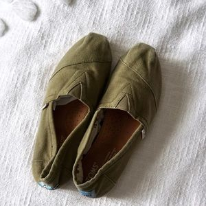 Women's Toms Army Green Size 7